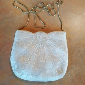 💎 LA REGALE WHITE BEADED PURSE 💎